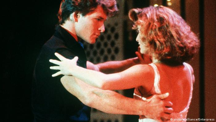 Film still of Jennifer Grey and Patrick Swayze in Dirty Dancing (picture-alliance/Enterpress)