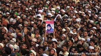 Pakistan Rawalpindi Beerdigung Trauermarsch Mumtaz Qadri (Reuters/F. Mahmood)