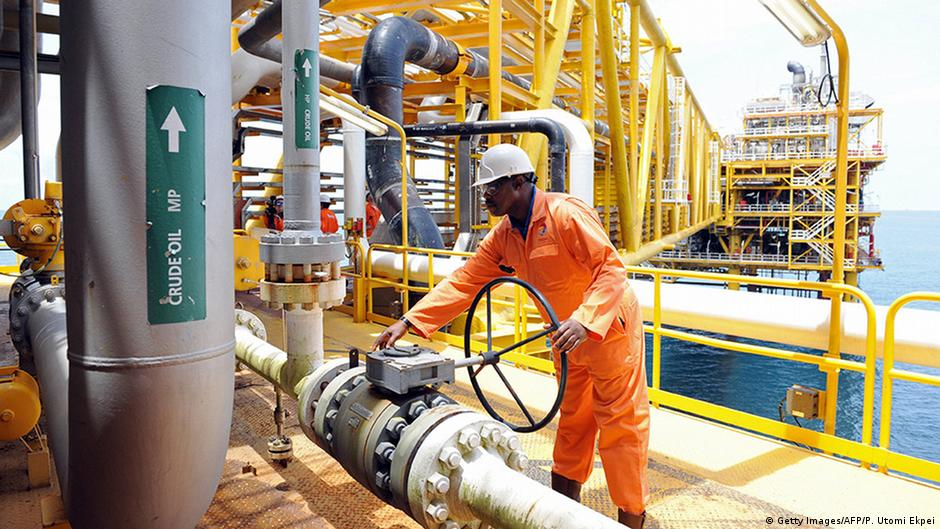 Oil has failed to ′add value to the average Nigerian′ | Africa | DW.COM | 17.05.2016