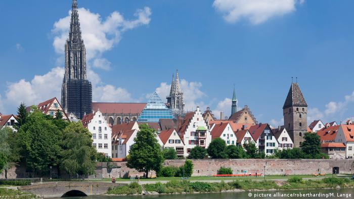 View over River Danube to the old town of Ulm with Minster (Muenster), Baden Wurttemberg, Germany (picture alliance/robertharding/M. Lange)