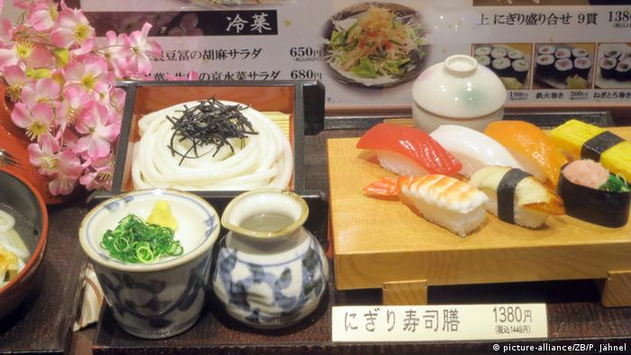 Tourismus in Japan nach Fukushima Speisekarte (picture-alliance/ZB/P. Jähnel)