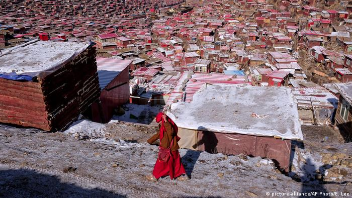 China 'razes Tibetan Buddhism center'