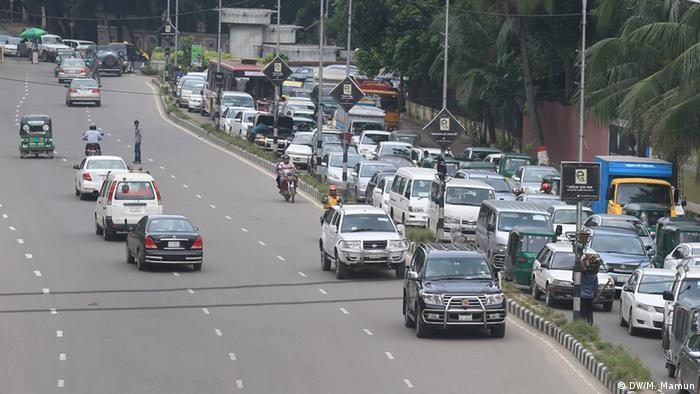 Bangladesch Straßenverkehr in Dhaka (DW/M. Mamun)