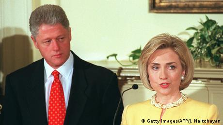 Bill und Hillary Clinton at a press conference in 1998