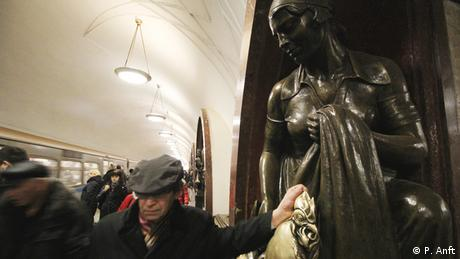 Russland Moskau Metro Station Ploschtschad Revoljuzii