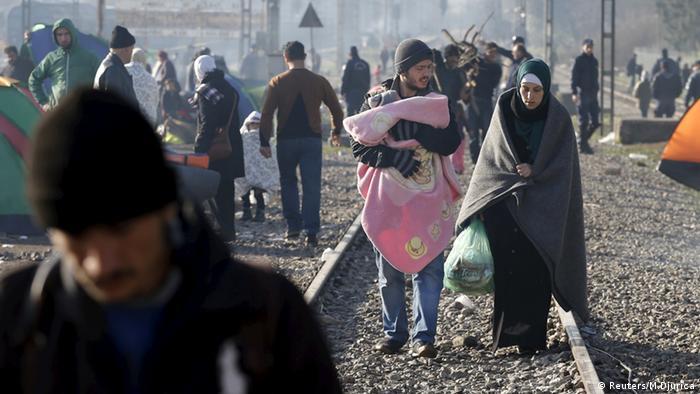 Flüchtlinge an der griechisch-mazedonischen Grenze (Foto: Reuters)