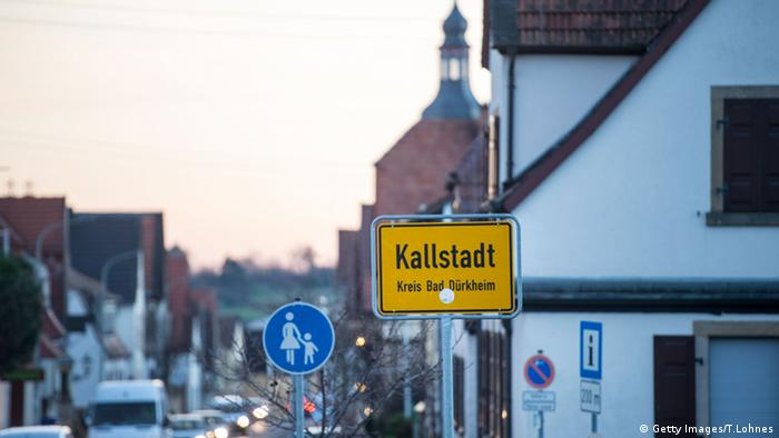 Kallstadt city sign, Copyright: Getty Images/T.Lohnes