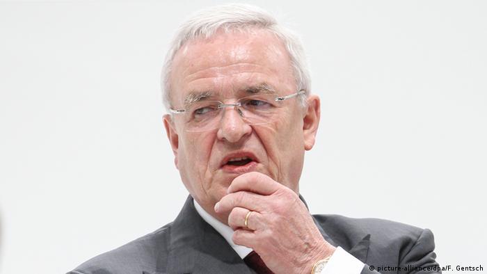 El ex presidente de la automotriz alemana Volkswagen Martin Winterkorn será investigado por sospecha de fraude en el marco del escándalo de la manipulación de motores diésel, anunció hoy la Fiscalía germana. (27.01.2017)