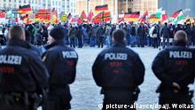 Deutschland Polizei bei Pegida-Kundgebung in Dresden