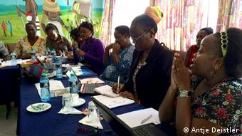 Participants from Kenya and Uganda swap stories (photo: Antje Deistler)
