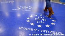 Deutschland Flughafen Düsseldorf Passkontrolle EU Bürger
