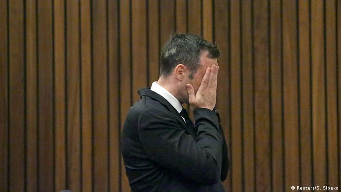 Pistorius says he mistook his girlfriend for an intruder