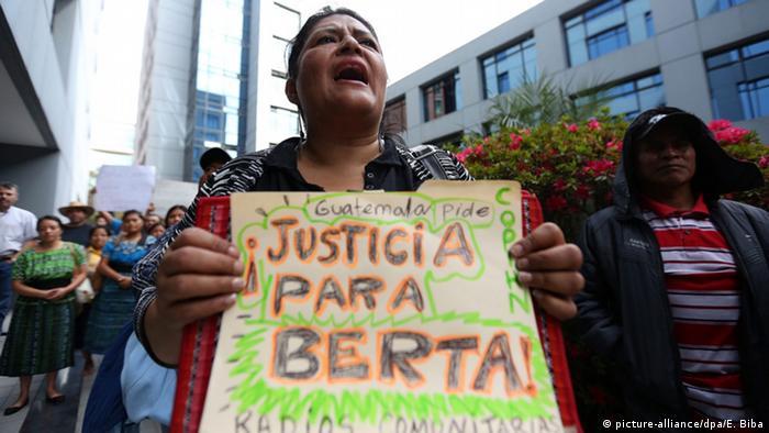 Protest in Guatemala after Berta Caceres' murder (Picture: picture-alliance/dpa/E. Biba)