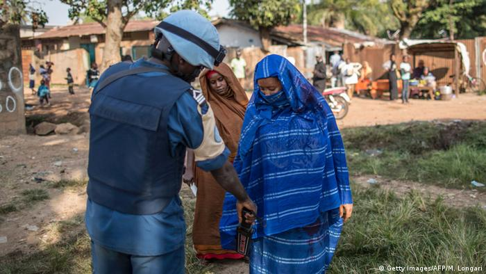 A UN peacekeeper searches a woman in the capital Bangui (Getty Images/AFP/M. Longari)