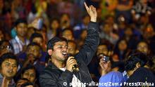 03.03.2016++++++NEW DELHI, March 4, 2016 (Xinhua) -- President of Jawaharlal Nehru University Students Union (JNUSU) Kanhaiya Kumar shouts slogans with fellow students after his arrival at JNU's campus upon his release on bail in the late evening of March 3, 2016 in New Delhi, India. The student leader was arrested on a controversial sedition charge that sparked huge protests and a nationwide debate over free speech. (Xinhua/Stringer (c) picture-alliance/Zuma Press/Xinhua
