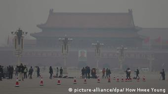 China Peking Smog am Tiananmen Square