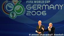 Deutschland Leipzig Franz Beckenbauer (l) und FIFA-Präsident Joseph Blatter