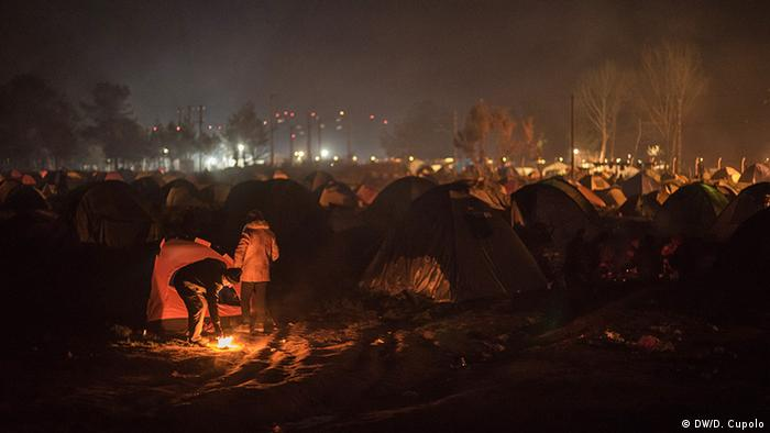 Campfires glow at Idomeni camp