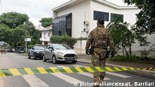 04.03.2016 Brazilian police guard outside Lula Institute in Sao Paulo, Brazil, 04 March 2016. Police raid home and some ownerships of ex-President Lula_s family as part of inquiry into corruption at state oil company Petrobras. Media reports on 04 March 2016 state that Lula was detained by the police for questioning and his home was raided within the investigations into a corruption scandal of Brazil's state-run oil company Petrobras. Brazilian authotrities already in September 2015 were seeking to question former president Lula on suspicion that he may have benefited from corruption at the state-owned oil company. EPA/LEO BARRILARI +++(c) dpa - Bildfunk+++ copyright: picture-alliance/epa/L. Barrilari