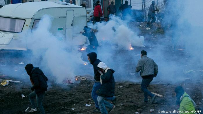 France clearing Calais refugee camp