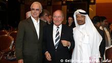 Franz Beckenbauer mit Sepp Blatter und Mohammed bin Hammam
