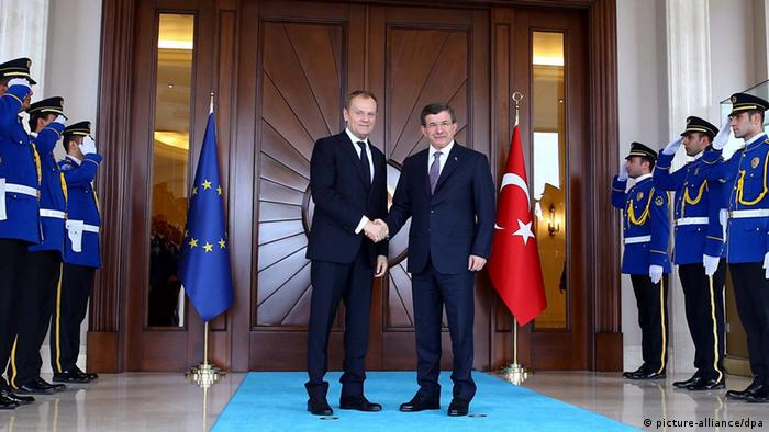 Donald Tusk trifft Ahmet Davutoglu in Ankara (picture-alliance/dpa)