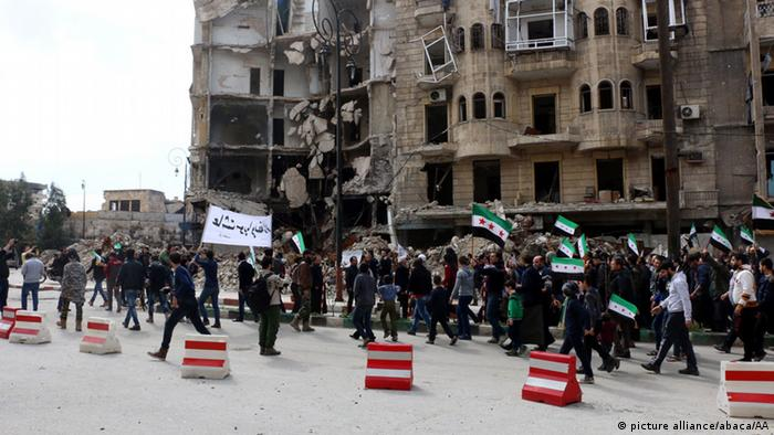 Syrien Protest gegen Assad-Regime in Aleppo (picture alliance/abaca/AA)