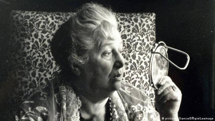 آنا آخماتووا (۱۸۸۹ - ۱۹۶۶)
