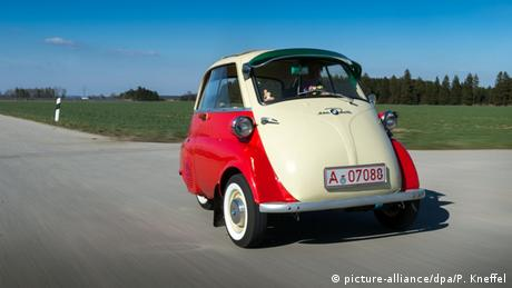 A BMW Isetta (Photo: picture-alliance/dpa/P. Kneffel)