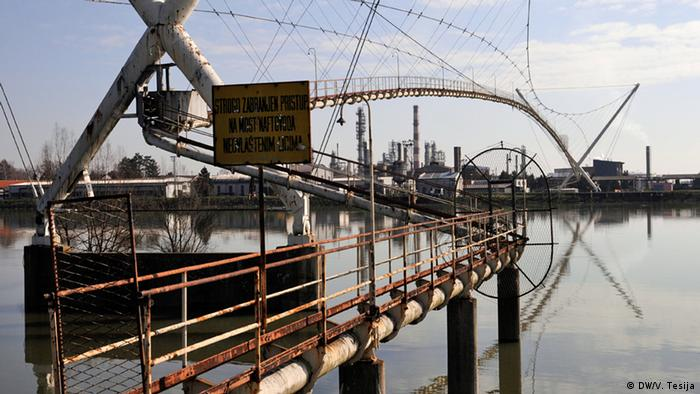 Bosnien und Herzegowina Ölraffinerie in Bosanski Brod (DW/V. Tesija)