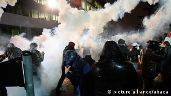 police firing teargas Copyright: picture alliance/abaca
