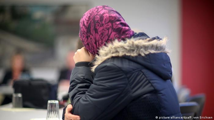فتاة مسلمة لاجئة في ألمانيا