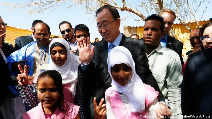 Ban Ki-moon stands in a crowd of Sahwari regugees at a camp in Tindouf, Algeria