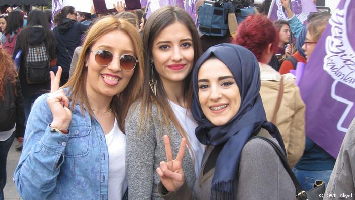 Junge Frauen aus Diyarbakır