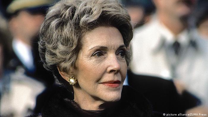 نانسی دیویس ریگان از سال ۱۹۸۱ تا ۱۹۸۹ به عنوان بانوی اول خدمت کرد. از او به دلیل فعالیتهایش در کاهش استفاده از مواد مخدر و الکل در ایالات متحده یاد میشود. او از اواخر دهه چهل تا اوایل دهه شصت میلادی به عنوان بازیگر سینما فعالیت داشت و همان دوران بود که با رونالد ریگان، چهلمین رئيسجمهور آمریکا آشنا شد و ازدواج کرد. نانسی ریگان در در ۶ مارس سال ۲۰۱۶ در سن ۹۴ سالگی درگذشت.
