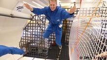 03.03.2016 DW-Reporter Jens Krepela schwebt während der Schwerelosigkeits-Phase eines Parabelfluges an Bord des Forschungsflugzeugs; Copyright: DW/J. Krepela