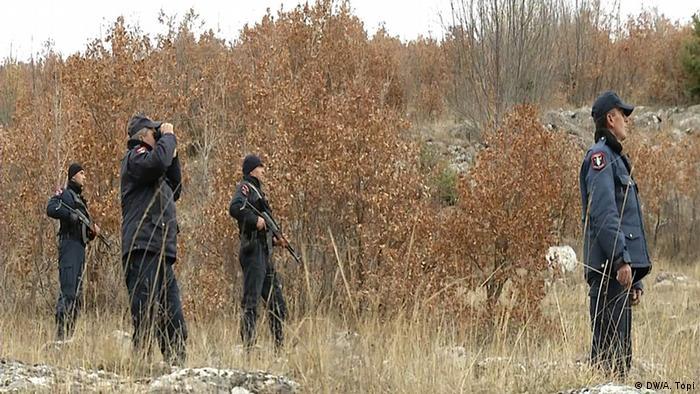 شرطة مراقبة الحدود في المنطقة الحدودية بين ألبانيا واليونان