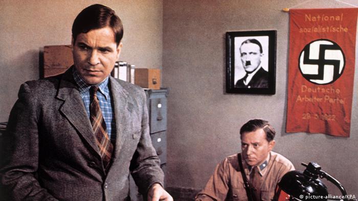 در آلمان غربی نیز در دهههای گذشته فیلمهایی درباره هولوکاست ساخته شد. فیلم روایتی از یک زندگی آلمانی (محصول ۱۹۷۷) به زندگی رودولف هُس (Rudolf Höß) میپردازد که افسر اساس بود فرمانده اردوگاه کار و مرگ آشویتس. کارگردانی این فیلم قوی را تئودور کوتولا برعهده داشت.