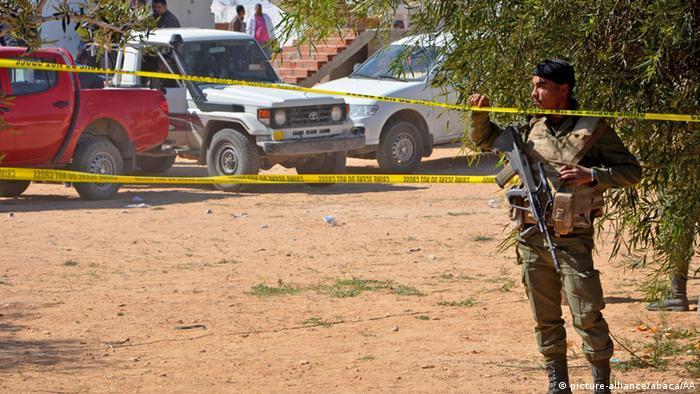 Tunesien Medenine Sicherheitskräfte sichern