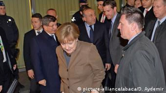 Belgien Brüssel Merkel und Ahmet Davutoglu (L) Türkischer Ministerpräsident