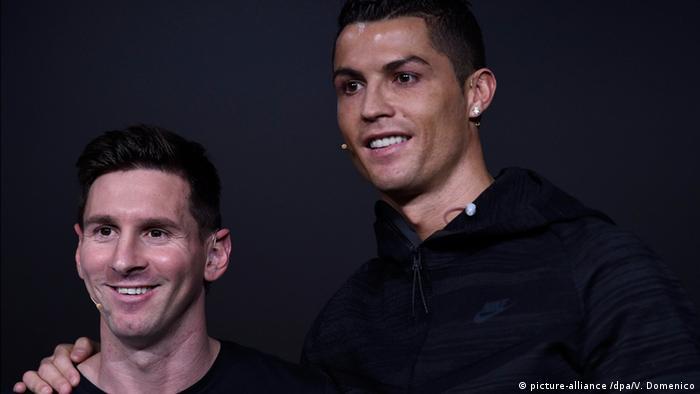 Schweiz Cristiano Ronaldo und Leo Messi auf der FIFA Ballon D'Or 2015 (picture-alliance /dpa/V. Domenico)