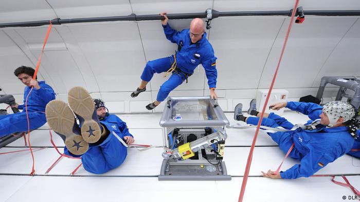 Wissenschaftler bei Parabelflug (Foto: DLR).