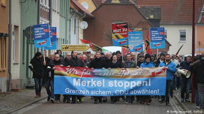 Сторонники АдГ требуют: Остановите Меркель! Защитите границы! Не выбирайте ХДС