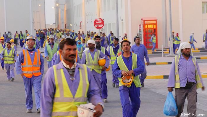 انتظار میرود که شمار کارگران مهاجر در قطر در دو سال آینده ده برابر شود