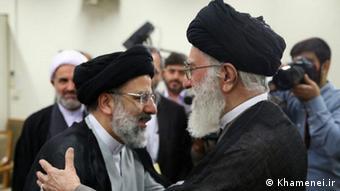 Ebrahim Raisi, Staatsanwalt Irans und der Oberste Religionsführer Ali Khamenei (Khamenei.ir)