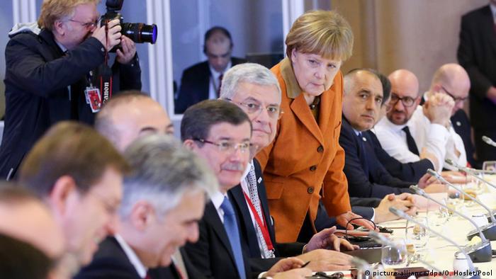 лидеры стран ЕС и Турции на экстренном саммите по вопросу беженцев