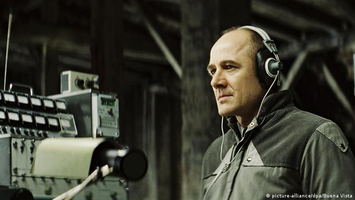 Film scene from The Lives of Others with a Stasi official wearing headphones (picture-alliance/dpa/Buena Vista)