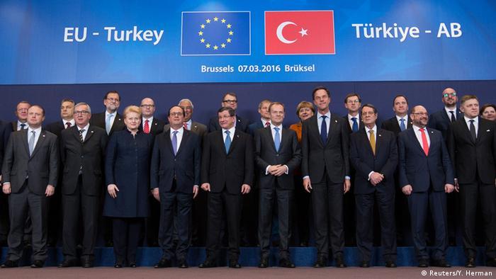 Gruppenfoto beim EU-Türkei-Gipfel in Brüssel (Foto: Reuters/Y. Herman)