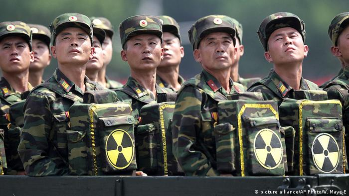 Nordkorea Soldaten (picture alliance/AP Photo/W. Maye-E)