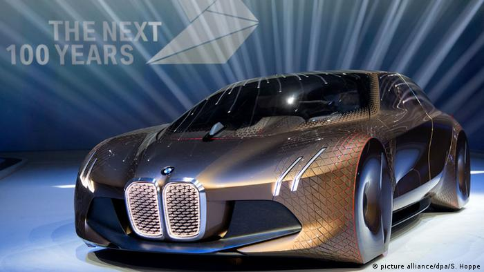BMW Vision Next 100 (picture alliance/dpa/S. Hoppe)